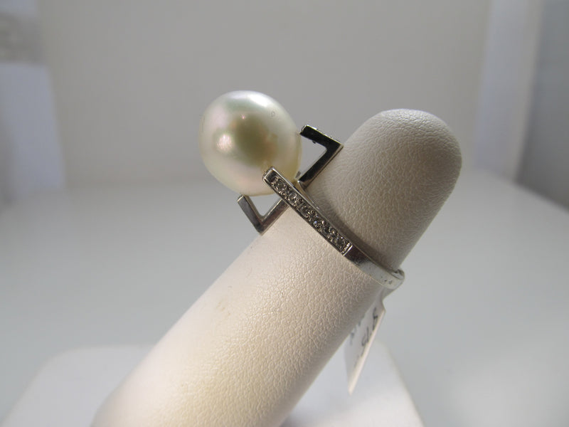 Vintage modern pearl diamond ring