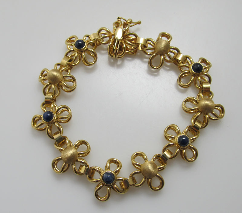 Yellow gold flower bracelet with cabochon sapphires