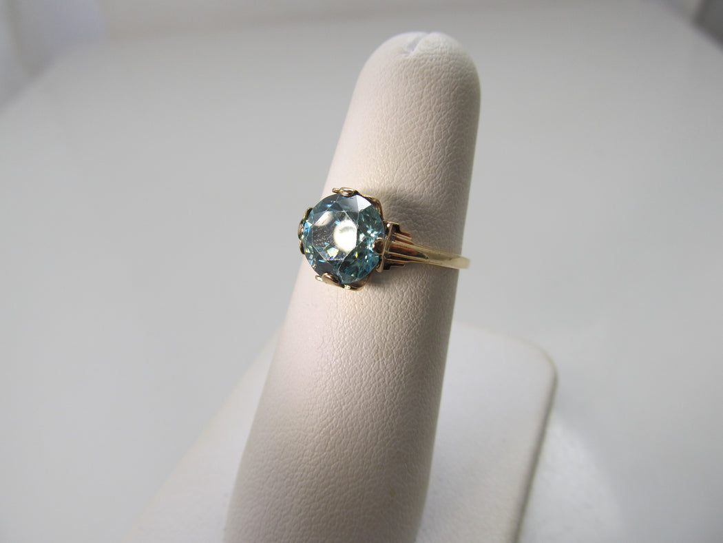 Vintage 2.50ct natural blue zircon ring