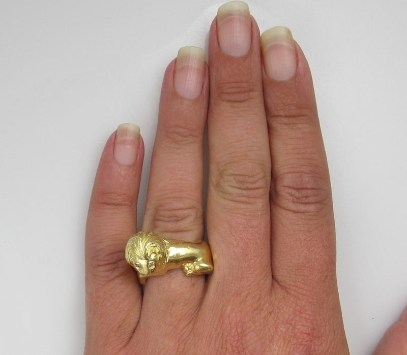 Heavy Vintage 18k Yellow Gold Lion Ring With Diamond Eyes, Circa 1960
