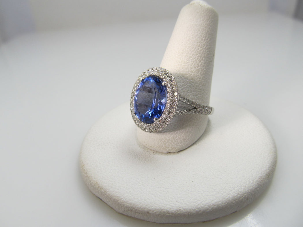14k White Gold Ring With A 3ct Tanzanite And 1.30cts In Diamonds