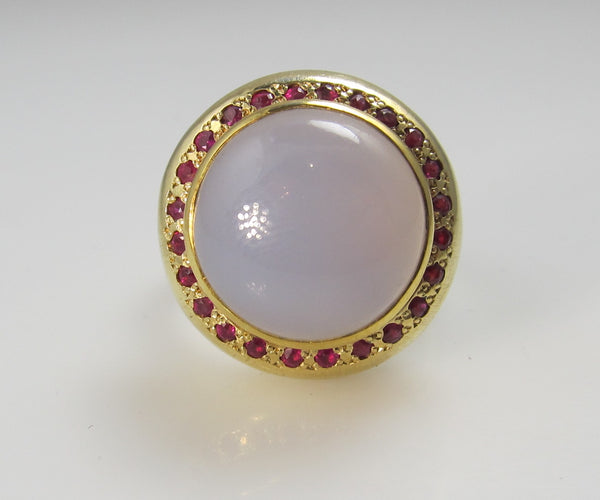 18k Yellow Gold Ring With Rubies And Chalcedony