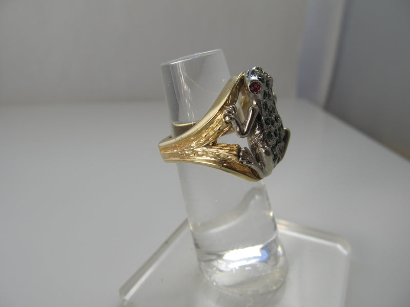 Handmade gold frog ring