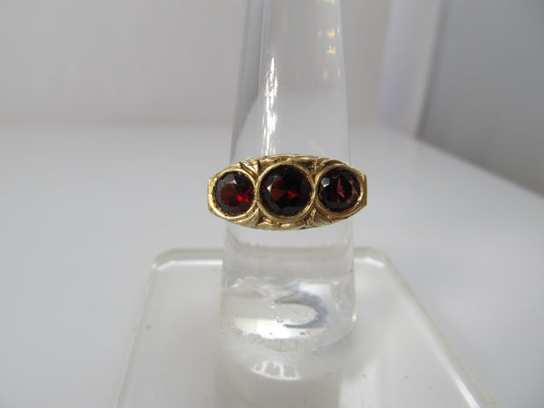 Antique 3 stone garnet ring