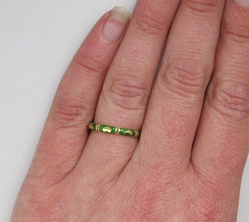 Hidalgo 18k green enamel heart band