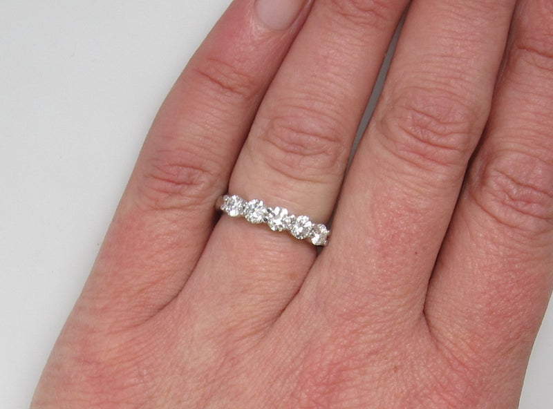 14k white gold 1ct diamond share prong band