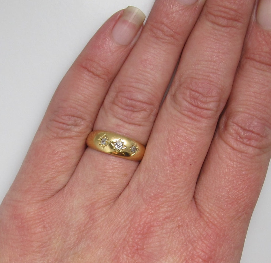 18k yellow gold three diamond ring dated 1892 – Victorious