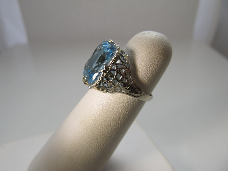 Vintage 6.50ct blue topaz ring