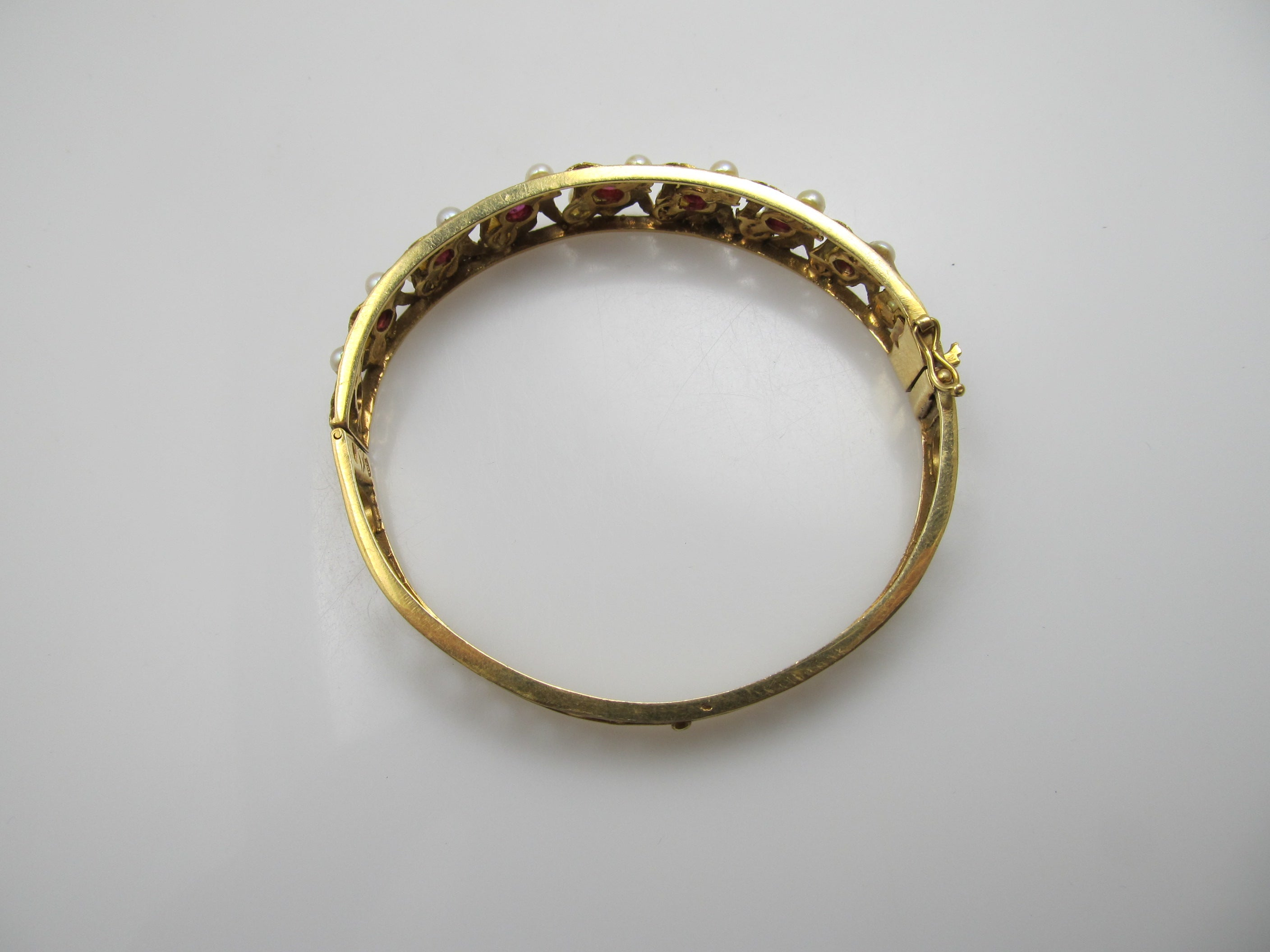 out bangles day into gold bracelets bangle pave round night with the white stunning this diamond solid bracelet circles