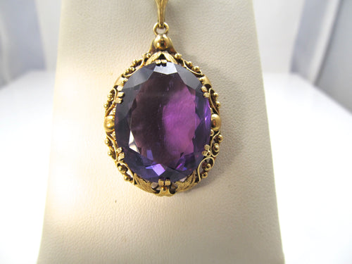 Vintage 14k yellow gold necklace with a large amethyst