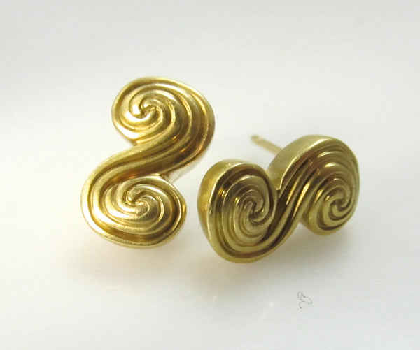 18k Tiffany & Co scroll earrings, Victorious Cape May