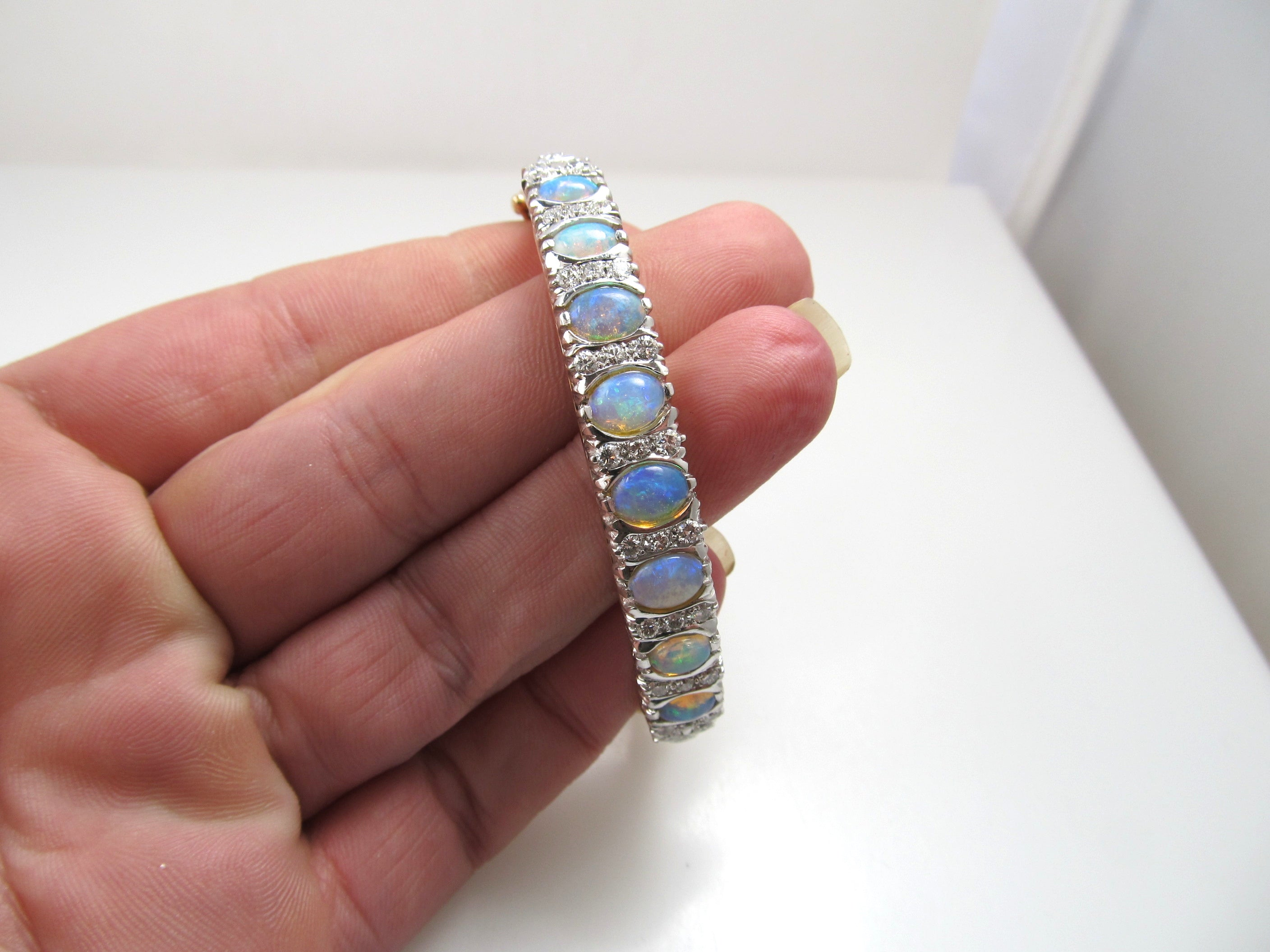 Outstanding vintage 3.00ct opal diamond bangle bracelet