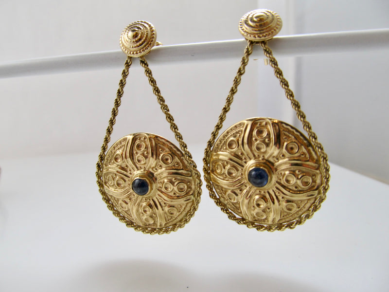 Cabochon sapphire yellow gold disc earrings