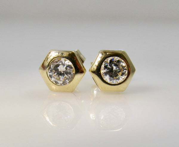 Pretty .40ct diamond stud earrings, 14k yellow gold