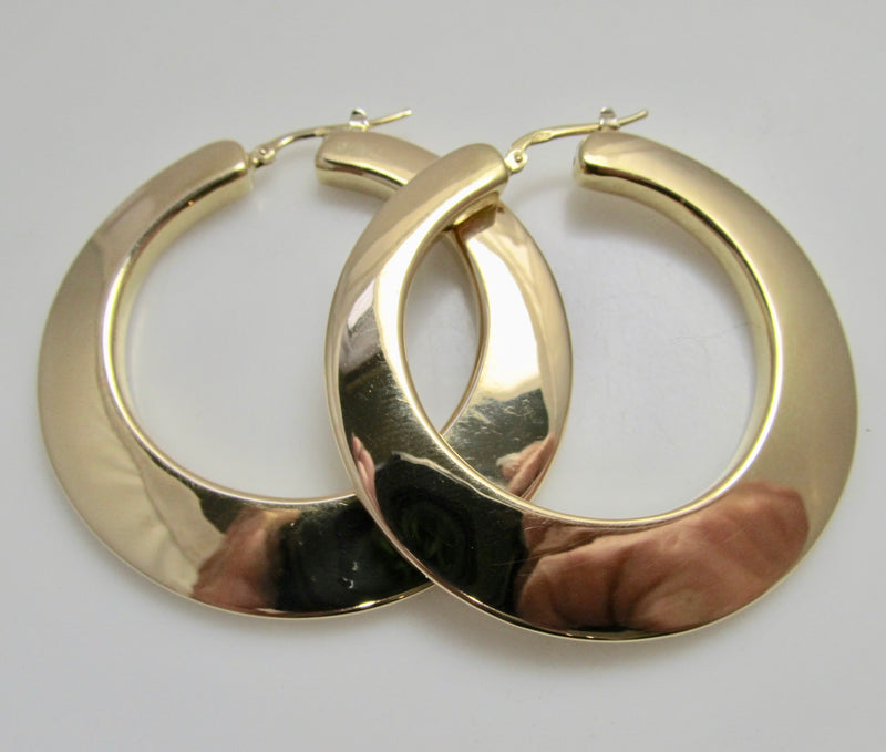 Victorious Cape May, Estate jewelry, yellow gold hoop earrings