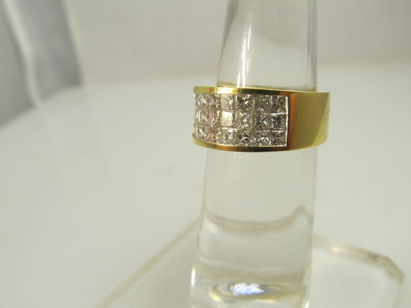 18k yellow gold band with 1.35cts in illusion set princess cut diamonds