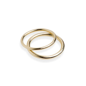 Two round wire 9ct yellow gold rings
