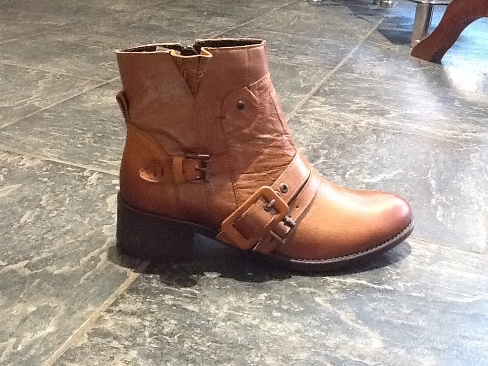 Maciejka Cyra Tan leather boots reduced 40%