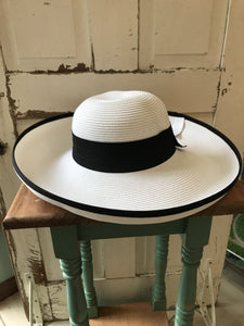 Facinie Hat-Toyo Oversize Lamp with Wrap Brim-White