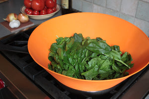 Reduce a whole bag of spinach with Frywall splatter guard