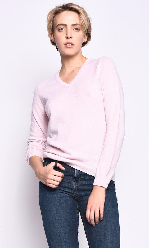 THE CLASSIC CASHMERE V-NECK KNIT