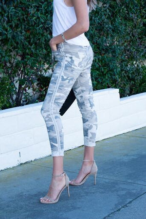 THE MADE IN ITALY CAMO PANTS - SOFT WHITE/GREY