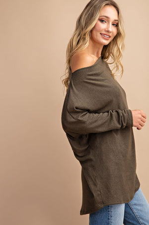 THE ESSENTIAL OFF-THE-SHOULDER TOP - OLIVE