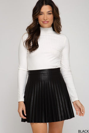 THE RYDER FAUX LEATHER PLEATED MINI SKIRT - WINE