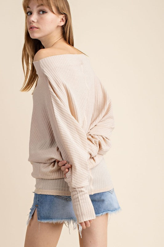 THE ESSENTIAL LIGHTWEIGHT ASYMMETRIC TOP - OFF WHITE