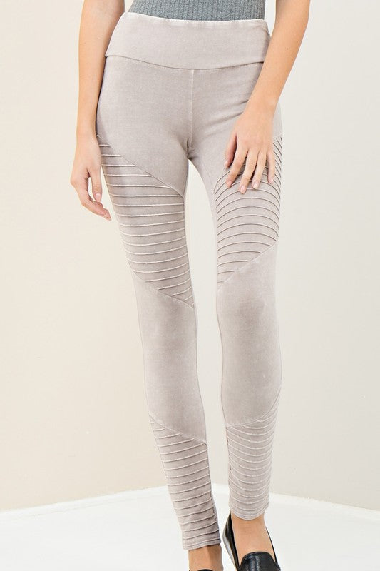 THE ESSENTIAL MOTO LEGGINGS