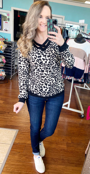 Don't cross me leopard sweater