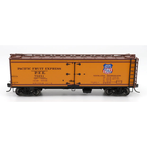 InterMountain, 47402-01, HO Scale, R-30-12-18 Refrigerator Car, PFE with Stripes, #75648