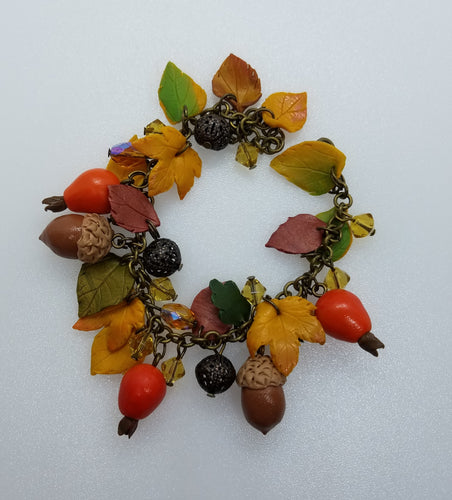 Bracelet with dog-roses and  acorns