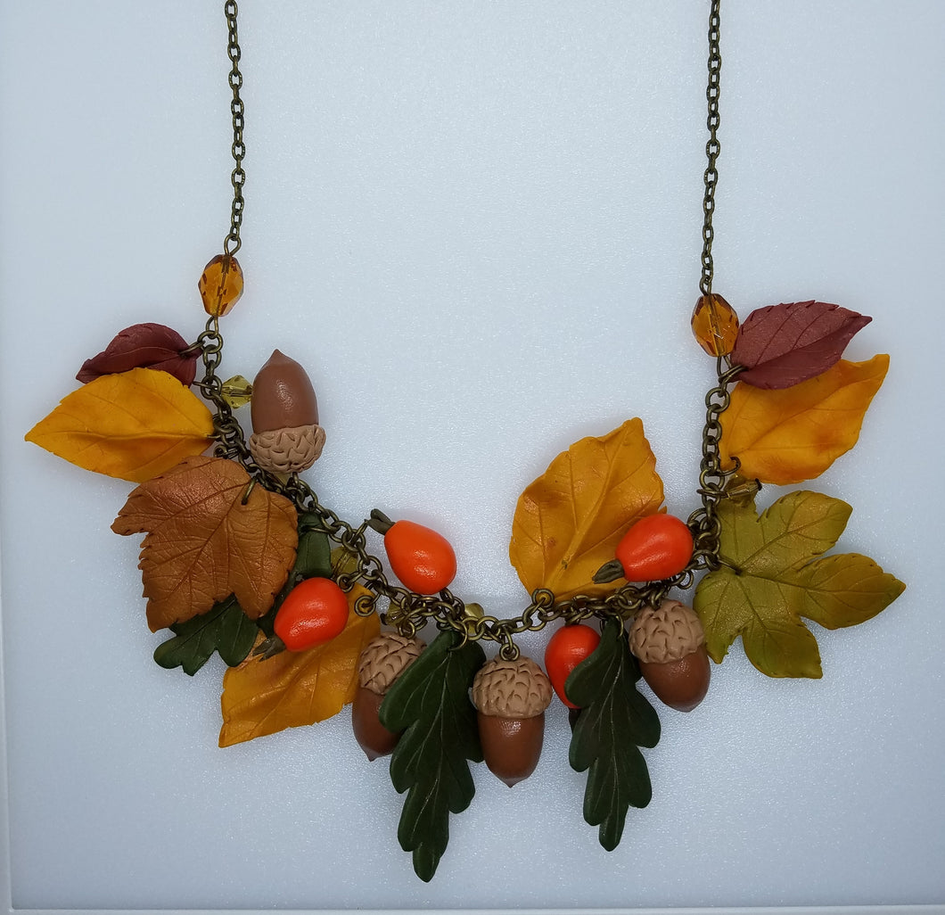 Necklace with dog-roses and acorns - Lora's Treasures