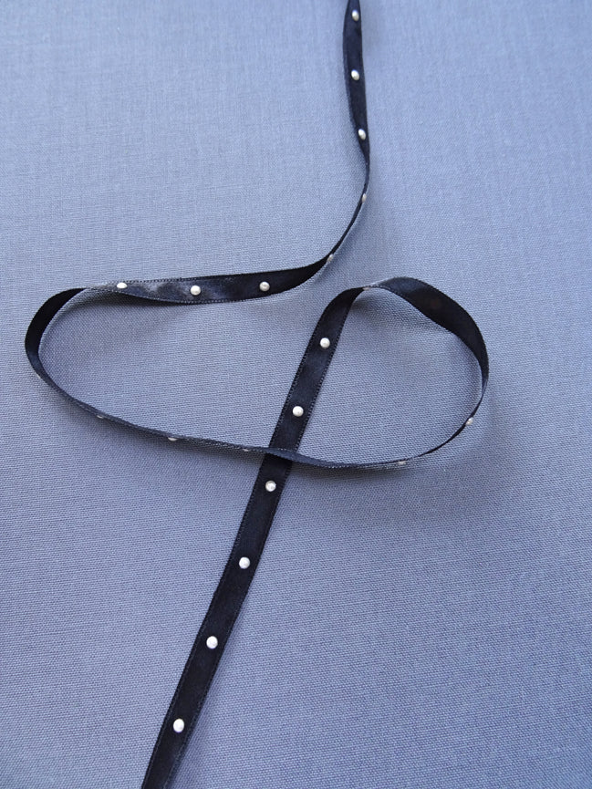 Black ribbon with pearls