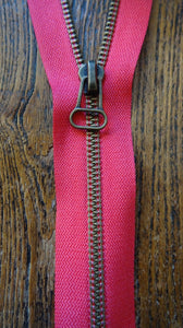 Pink Fuchsia No4 30cm Closed End Zip
