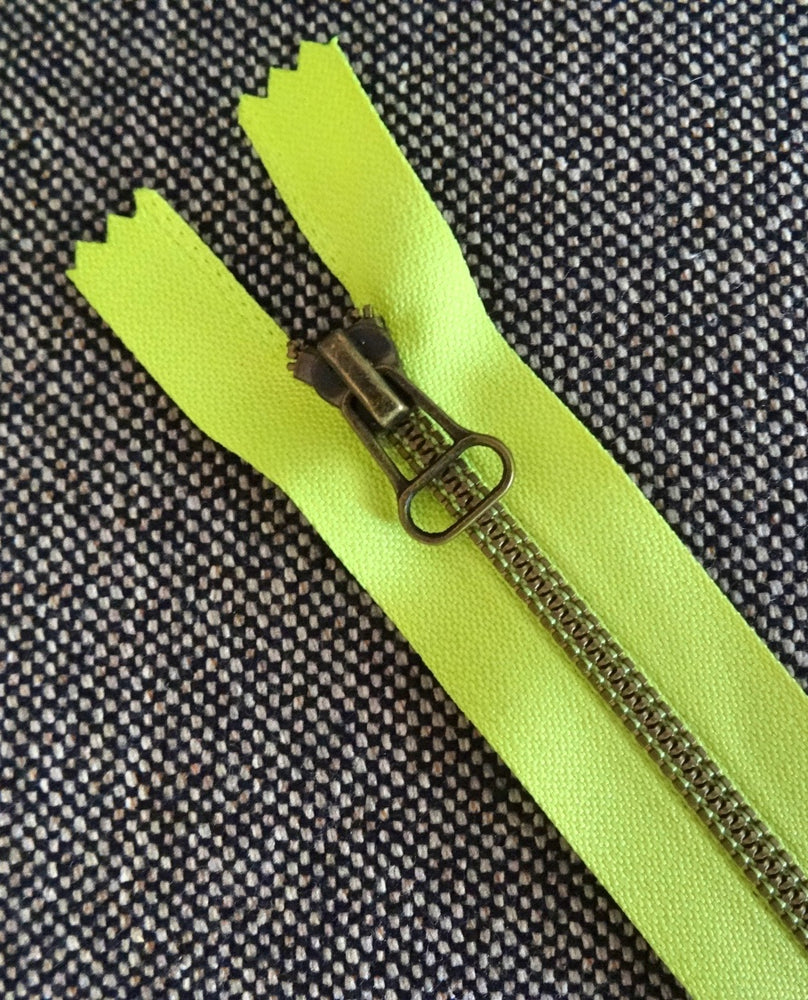 No4 30cm Neon Yellow Brass teeth Closed end Zip