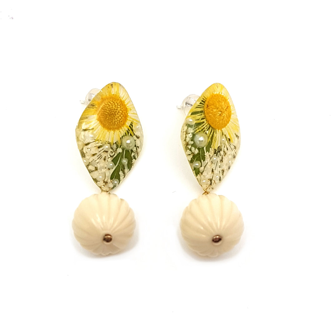 Flora Daisy Earrings