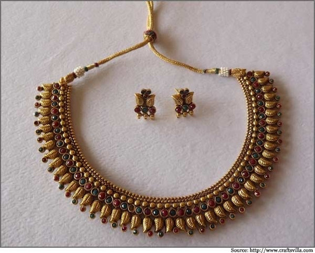 delicate-choker-style-necklace-set