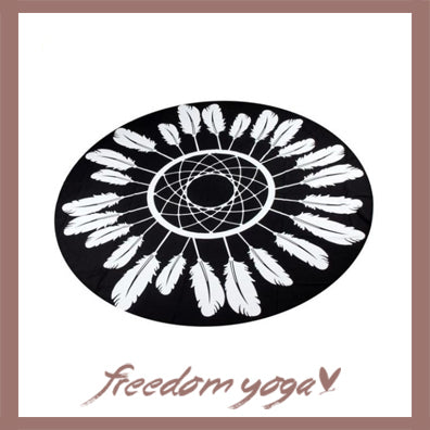Round Yoga Towel - Black and White Feather pattern
