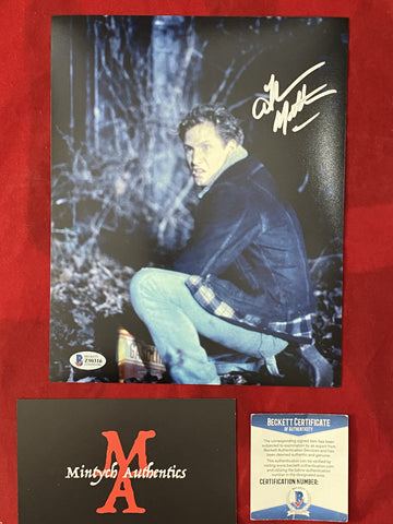 MATHEWS_021 - 8x10 Photo Autographed By Thom Mathews