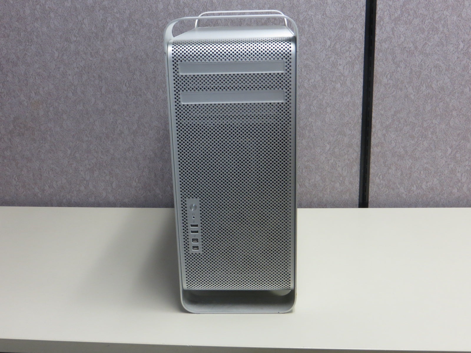 Mac Pro Early 2009 a1289 Intel Xeon 2.66 Ghz 1x Quad Core NVIDIA Quadro 4000 640GB HDD 8GB RAM 10.13.3