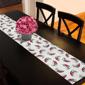 Ordinaire Tossed Boats On White Table Runner