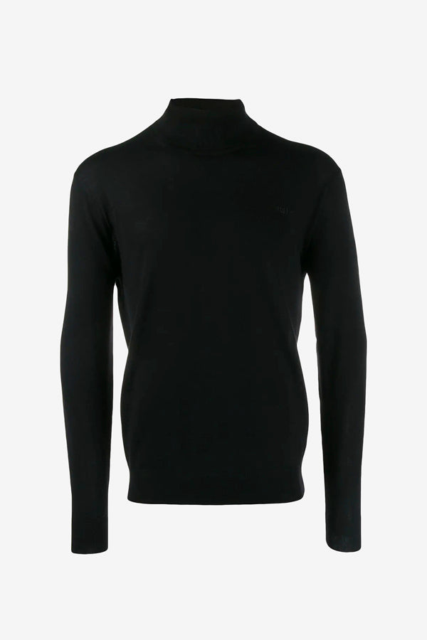 Knitted turtleneck in black with long sleeves