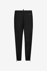 Black jogging pants with short legs and side pockets