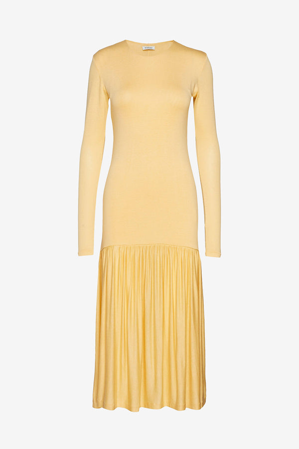 Long honey colored dress with a slim silhouette