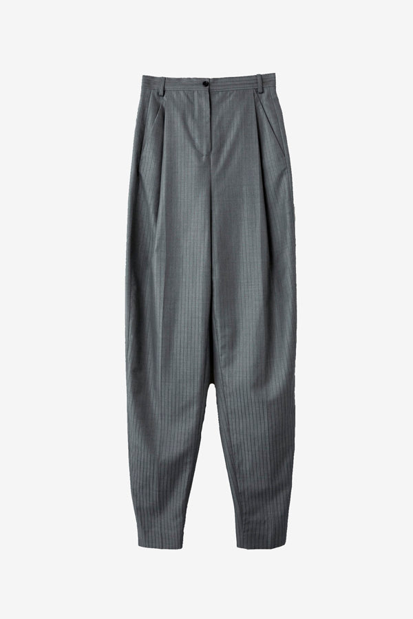 Grey wool pants with front pleats and a baggy look