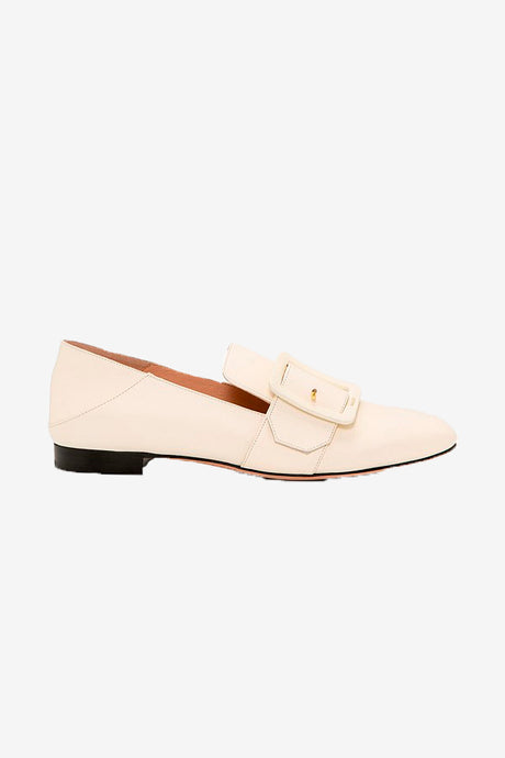Creme colored slippers in calf leather