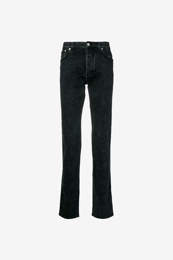 Slim jeans in a washed black denim. The front has two pockets and the back has two patch pockets.