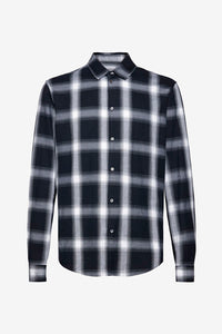 Shirt in a blurred plaid pattern in a regular cut and classic collar, and button closing.
